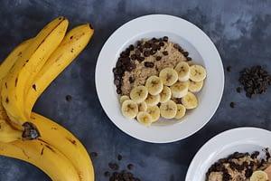 Porridge de avena con platano y chocolate